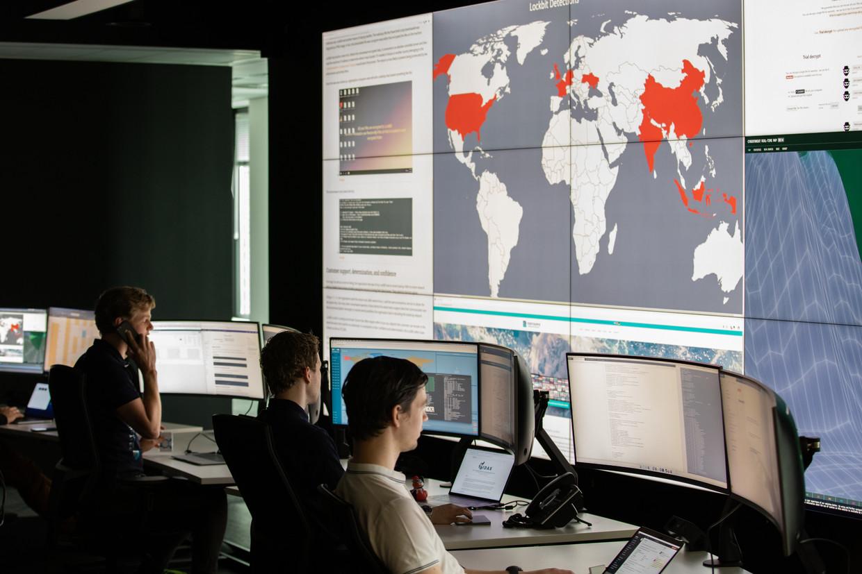 Een paar uur na de hack zat Richard van der Helm naast technische specialisten van Northwave. Beeld Jeroen de Bakker