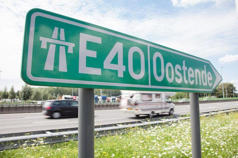 Tot 2,5 uur aanschuiven op de E40 na ongeval.
