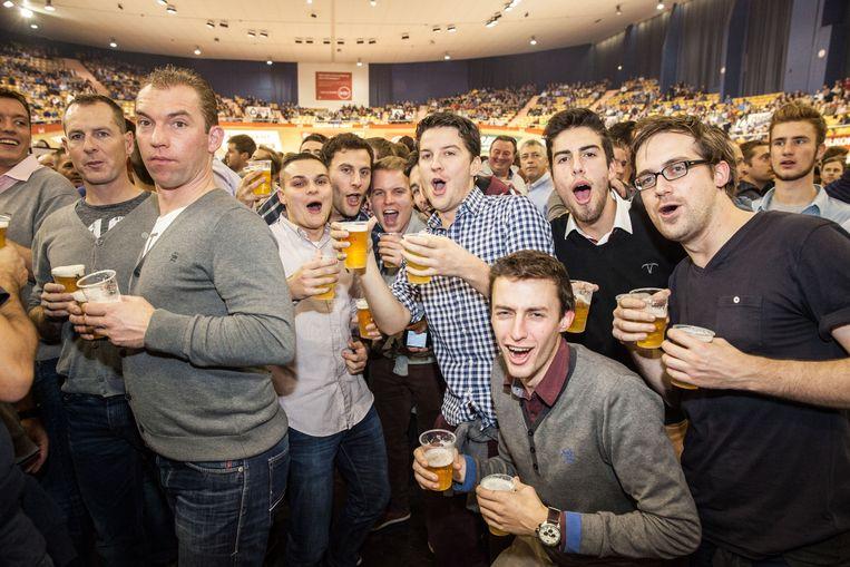 Koers, voetbal of gewoon een feestje: 't Kuipke is altijd een plaats waar bier, muziek en sfeer elkaar ontmoeten.
