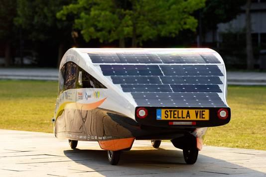 De zonne-auto van de TU Eindhoven-studenten die twee jaar geleden de race in Australië won.