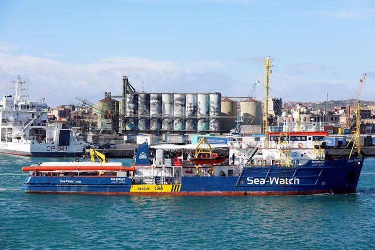 Het reddingsschip Sea Watch 3 in de haven van Catania in Italië. Beeld REUTERS