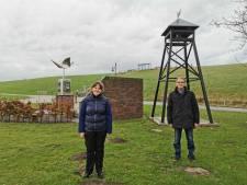 Hoofdplaat heeft weer een klokkentoren - bijna het hele dorp betaalde mee