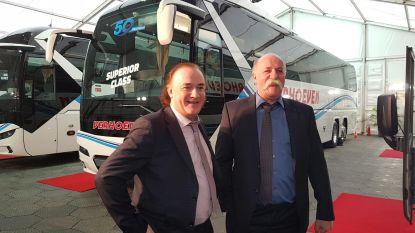 """""""Gratis wifi, loungehoek en lederen zetels: onze luxebus heeft alles"""""""