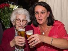 97-jarige Robertine drinkt nog elke dag 15 'fluitjes'