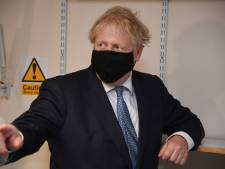 """Boris Johnson s'en prend aux anti-vaccins: """"Ils sont dingues"""""""