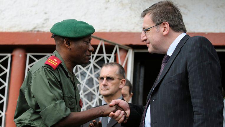 Minister van Buitenlandse Zaken Steven Vanackere met de Congolese generaal Malaya.