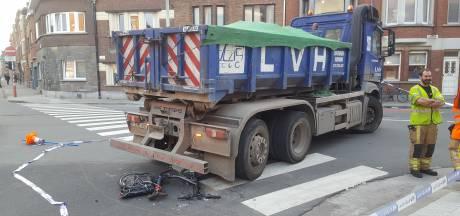 Fietser in kritieke toestand afgevoerd, vijf jaar na identiek dodelijk ongeval op zelfde kruispunt