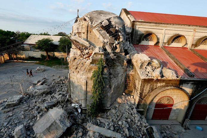Ook een kerk is ingestort