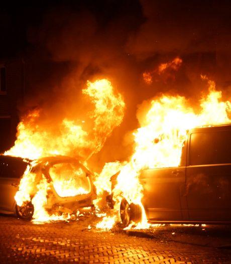 Twee auto's in Sprang-Capelle in vlammen opgegaan