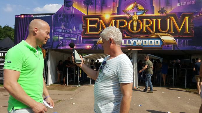 Stampen ze te had bij Emporium? Danny Janssen (links) en William Reijnen houden het in de gaten. Ze zijn milieutoezichthouder bij de omgevingsdienst ODRN.