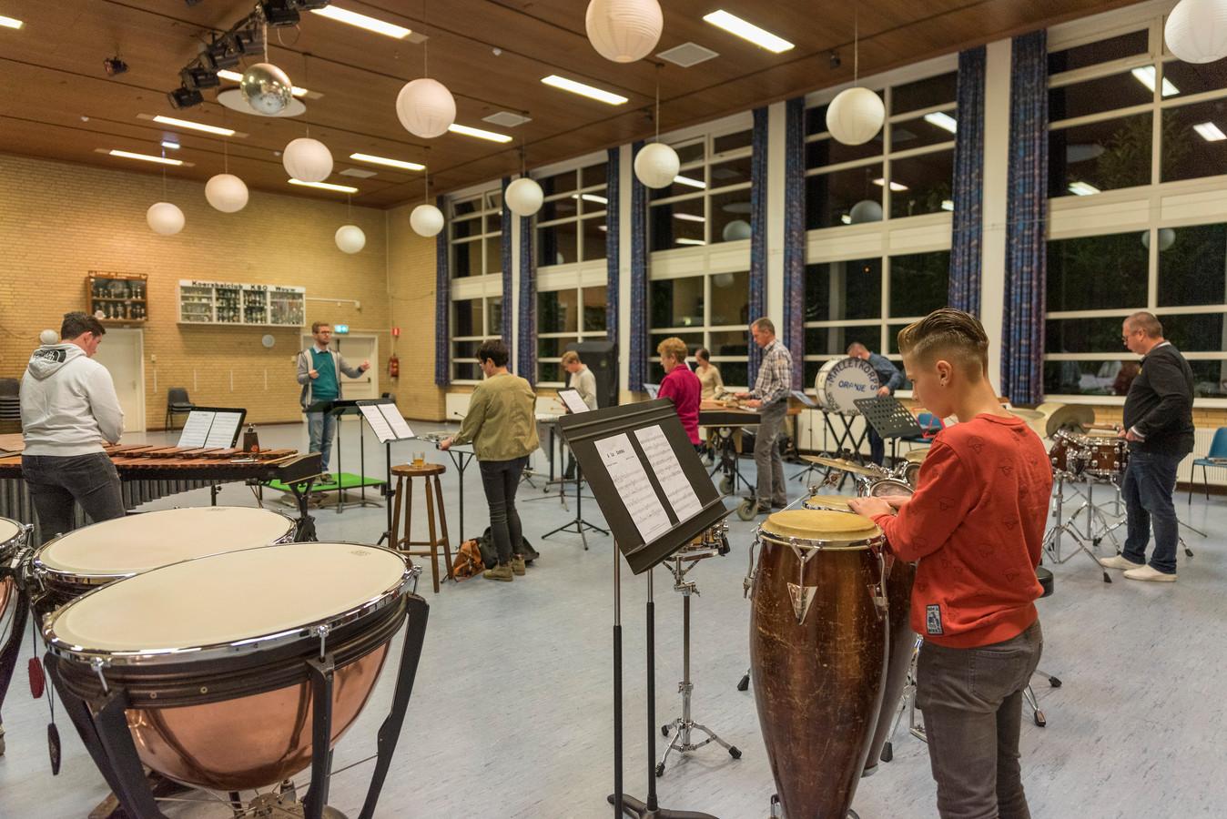 Repetitie in dorpshuis De Geerhoek in Wouw.