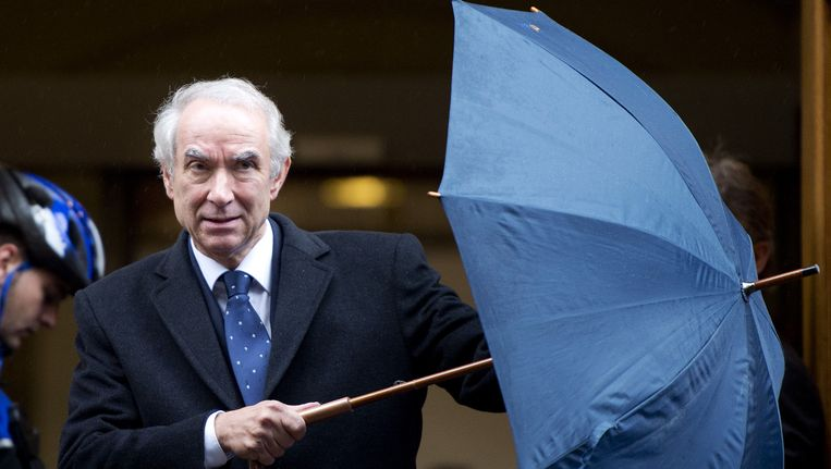Toemalig minister voor Immigratie en Asiel Gerd Leers verlaat het Binnenhof na afloop van de ministerraad (2012). Beeld anp