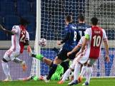 Traoré frommelt bal over doellijn en verdubbelt marge Ajax