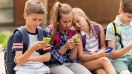 """""""Ouders, laat kind gerust op school"""": 1 op de 5 scholieren stuurt elke dag bericht naar mama en papa"""