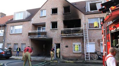 Gezin van vier bevangen door rook bij uitslaande brand