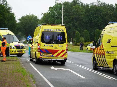 Motorrijder en fietser zwaargewond bij botsing in Dorst, traumahelikopter geland