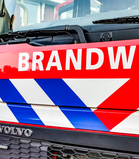 Brandweer herdenkt omgekomen collega's met ereboog en minuut stilte