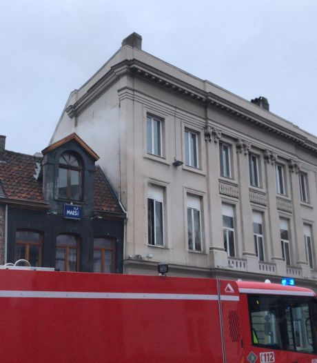 Brand op de Vlasmarkt in appartementsgebouw: bewoonster door brandweer bevrijd, katje gereanimeerd