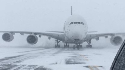 's Werelds grootste passagiersvliegtuig moet op piepkleine luchthaven landen door bomcycloon