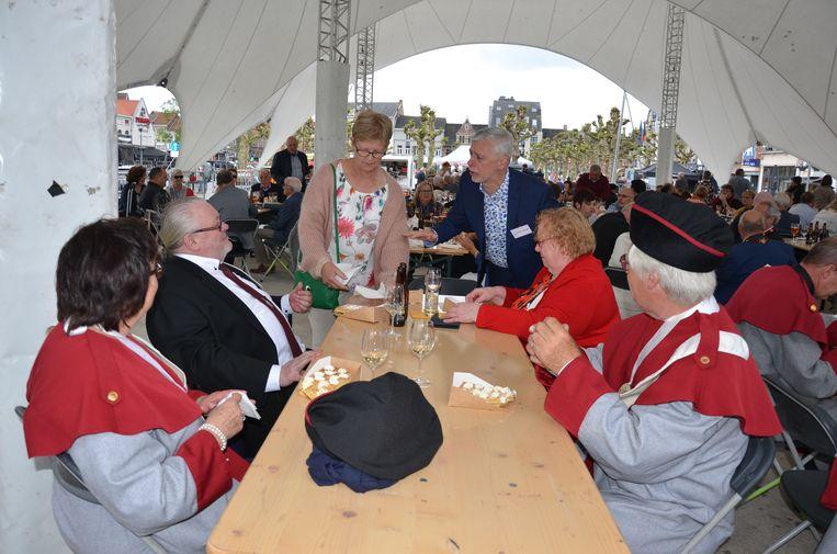 Een trotse voorzitter Kris Vervaet mocht meer dan 200 gasten ontvangen onder de shelter.