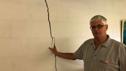 """Kurkdroge zomers doen tientallen woningen op kleigrond scheuren in regio Kortrijk: """"Beetje bij beetje zakt ons huis weg"""""""