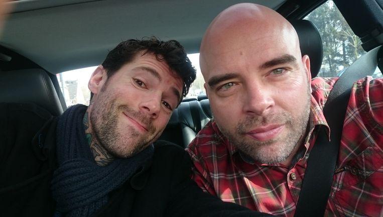 Leon Verdonschot geeft Henk een lift. Beeld Henk van Straten
