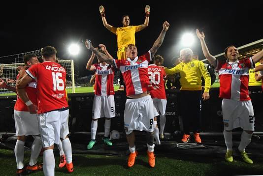 Juichende Parma-spelers na de promotie.