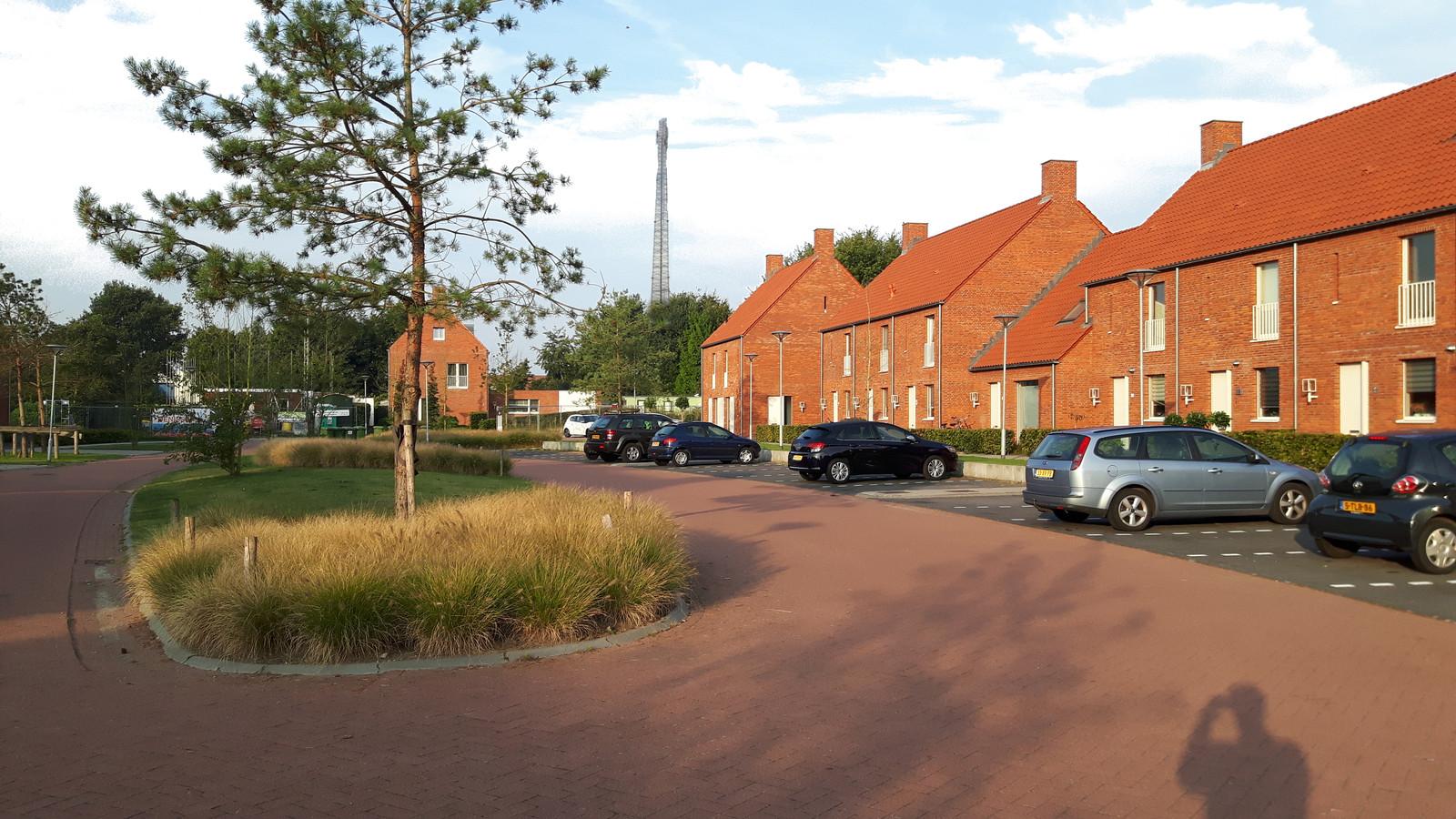 De nog te bouwen antenne midden gezien vanuit de straat Veertels. Trucagefoto actiegroep Antenne bij de Veertels in Riel.2