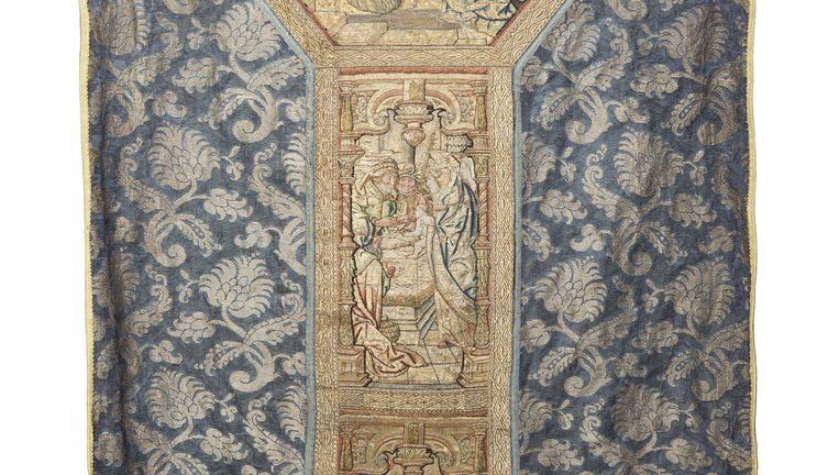 Blauw kazuivel uit de 16de eeuw. Beeld Museum Catharijneconvent