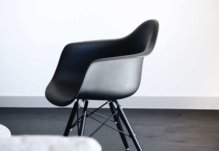 Een stoel van Eames.