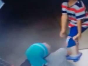 Le sang-froid de cette petite fille pour sauver son frère pendu accidentellement