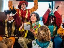 Dieuwertje Blok krijgt Gouden Sinterklaasboek