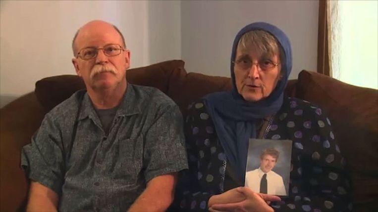 Ed en Paula Kassig vragen om de vrijlating van hun zoon. Beeld afp