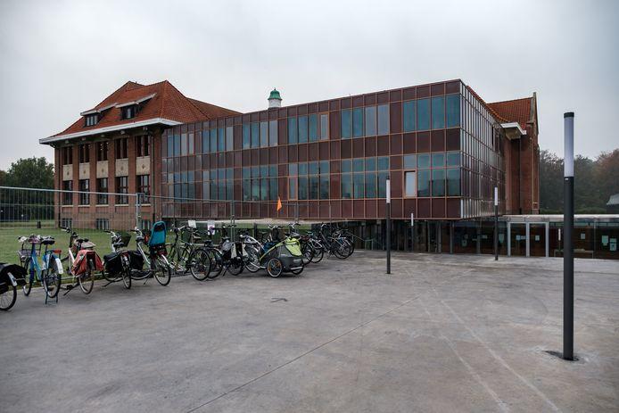 Drie jaar na de eerste steenlegging wordt de nieuwbouw van avAnt Provinciaal Onderwijs in Deurne feestelijk geopend. Het nieuwe gebouw is een architecturaal hoogstandje geworden.