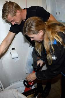 Verslaggever Rachel inspecteert het riool: 'Dit wordt een strontklus'
