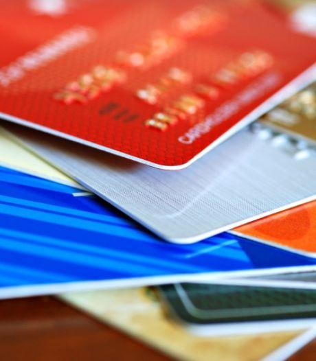 'Bankmedewerker' komt 'gehackte' pinpas thuis ophalen en berooft Nieuwegeinse (78) van 10.000 euro