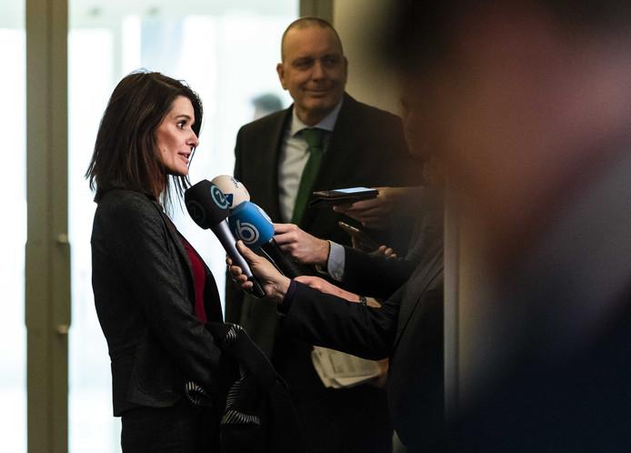 Barbara Visser, staatssecretaris van Defensie, staat de pers te woord naar aanleiding van het besluit om de marinierskazerne niet naar Vlissingen te verhuizen.