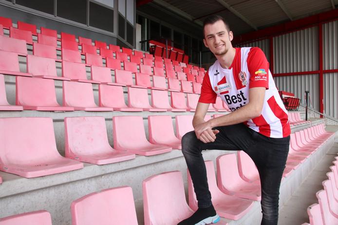Gianni Tiebosch in het shirt van zijn nieuwe club.