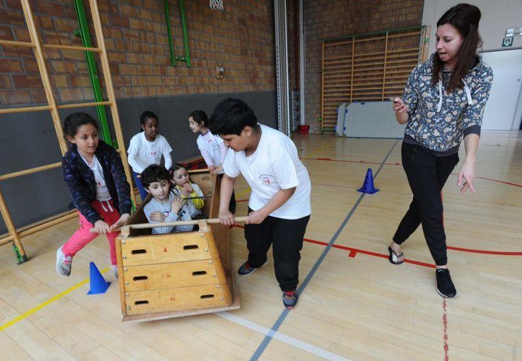 De leerlingen proeven onder meer van bobsleeën.