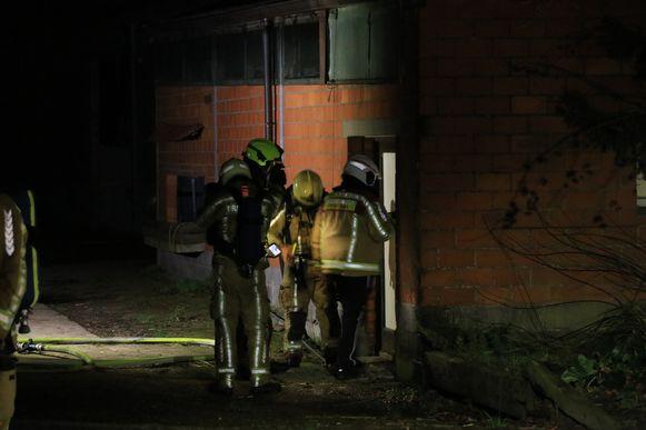 De brand ontstond in een technische ruimte van een stal.