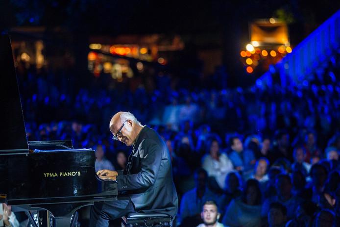 Ludovico Einaudi tijdens het klassieke muziekfestijn Empeiria in de tuin van Paleis Soestdijk in september 2016.