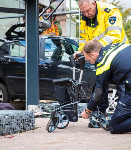 Gemist? Auto knalt door winkelpui, oudere vrouw met rollator raakt zwaargewond. En: Zwartsluis herinnert zich vooral één zoon gezin Ruinerwold