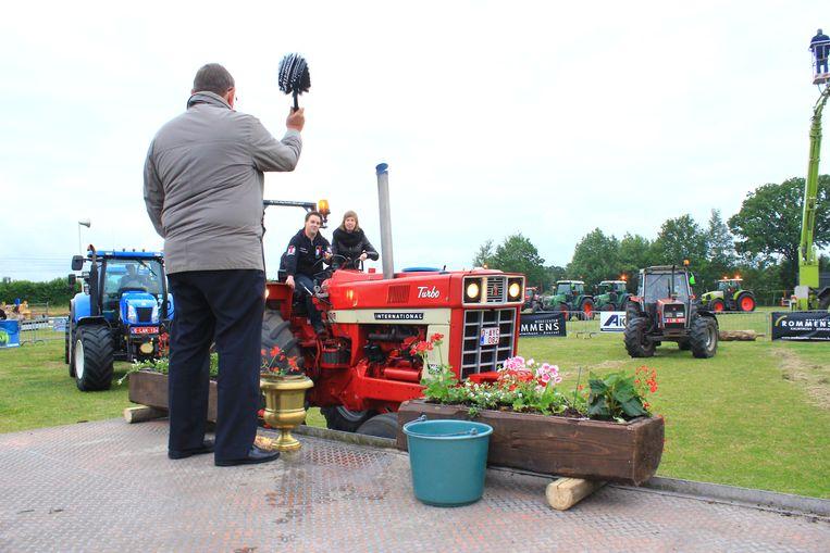 Een beeld van de tractorwijding van enkele jaren geleden.