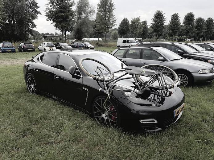 Zo trof Jeroen Gebbing zijn auto aan op de parkeerplaats.