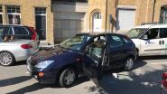 VIDEO. Gewelddadige carjacking in Veurne: achtervolging eindigt in crash met 5 wagens, dader met getrokken wapens opgepakt