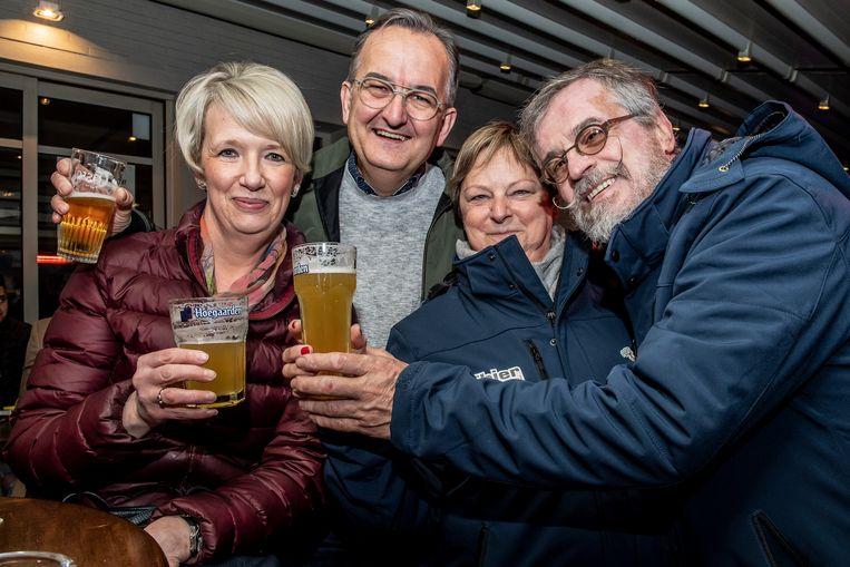 Veel bier en plezier tijdens de stadskroegentocht.