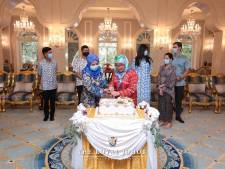 Dennis uit Lisse bij familiefeestje met koningin van Maleisië
