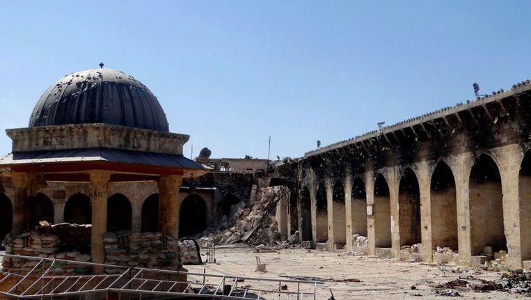 Op deze foto's is de verwoesting van de Umayyad-moskee te zien. Beeld AP