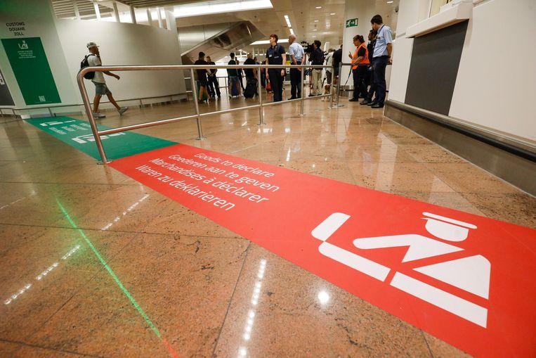 De groene en de rode zone aan de controlezone van de douane zijn voortaan duidelijker aangegeven.