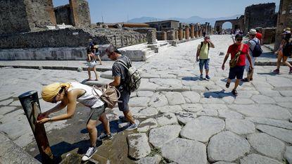 Nederlander steelt dakpan in Pompeï voor nieuwe telefoon